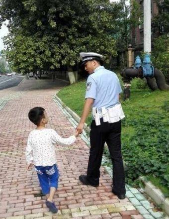 宿迁一5岁男孩独自去外婆家,走到半道迷路了