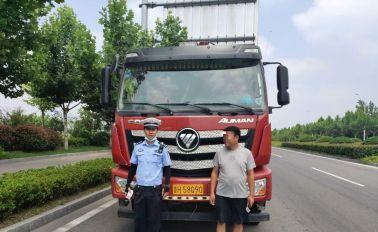 男子驾驶货车严重超载,被宿迁交警当场查获