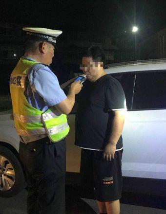 蘇N1F8**客車車主醉酒駕駛被交警當場查獲