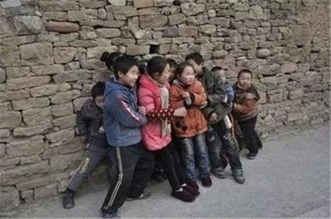 新宝5下载app手机下载人小时候是这样过冬的,看哭200万新宝5下载app手机下载人