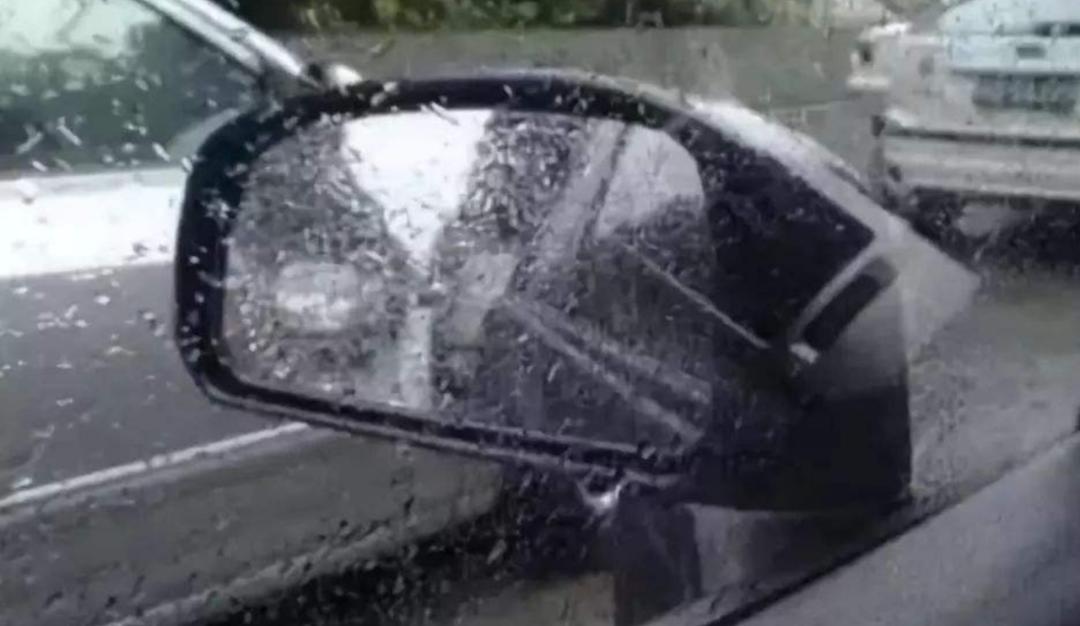 不管车子高低配,暴雨天开车这功能要关闭了,否则发动机容易报废