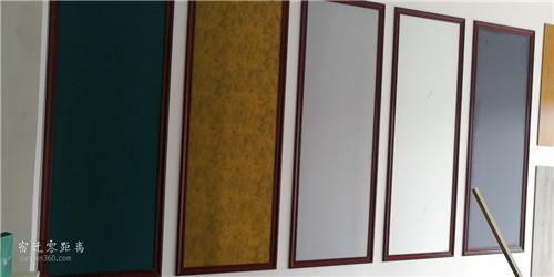 新莊璀璨壁布,老板自己給人貼壁布,沒有手工費